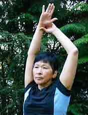 Chair Exercises Overhead Stretch Hold Outside Hand